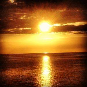 Årstiden for de smukke solnedgange